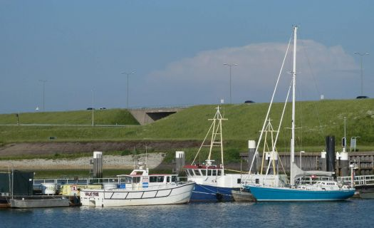 The fishing boats harbour of Stellendam. There also are several other boats / sailing boats in the harbour.