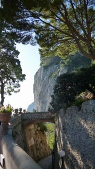 Path leading down cliff on Anacapri