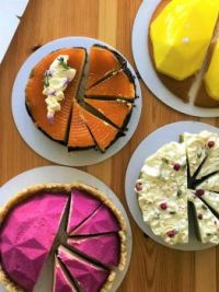 Products of a cheesecake baking course