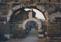 A not-so-sturdy arch in Melitus, Turkey