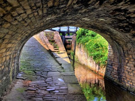 A cruise along the Huddersfield Narrow Canal (921)