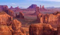 2  ~  Monument Valley in vogelvlucht.