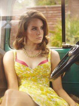 Lana Del Rey being pretty in a pretty dress