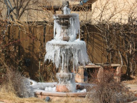 winter fountain 006