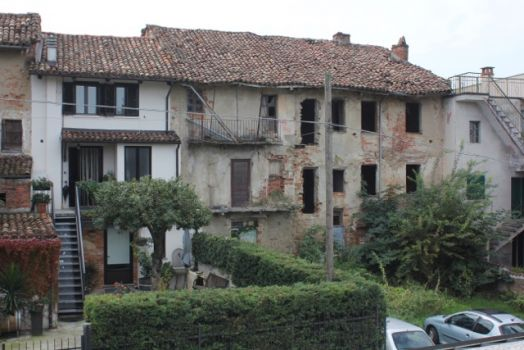 Decay standing tall in Italy