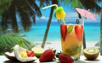 tropical-cocktails-drinks-fruit-coconuts-strawberries-kiwi-summer-1920x1200