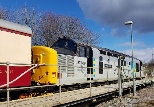 Class 37 at the platform.