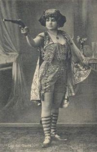 Elly del Sarto, a sideshow performer, in c. 1910