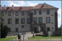 Vjezd do zámku v Nelahozevsi...  Entrance to the chateau in Nelahozeves ...