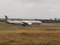 Boeing 787-9 ADNOC - Choose Japan Livery Etihad Airways