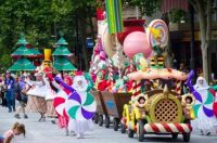 Christmas Pageant Has Come To Town - Lollypop Float