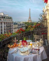 Can't get enough of this view! Breakfast in Paris, France