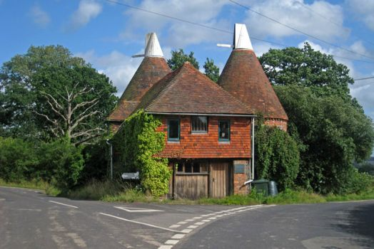 Triangle Oast, Hampkins Hill Road, Chiddingstone, Kent.  Photo by Oast House Archive