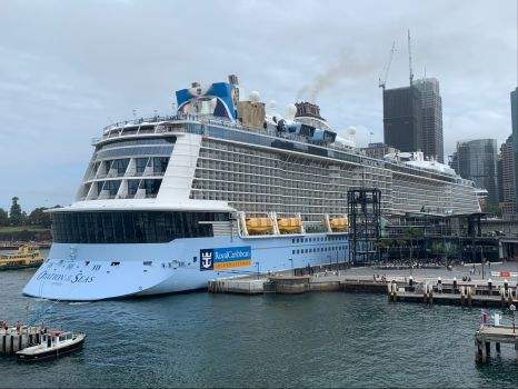 Solve Cruise ship docked in Sydney jigsaw puzzle online ...