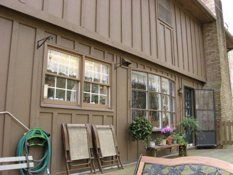 Nice deck with bay window