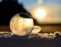 close-ups-of-frozen-soap-bubbles-angela-kelly-macro-11