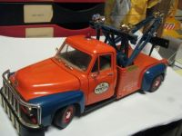 Old FORD Wrecker 1/18 scale model