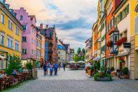 4.26 Main street in Lindau, Germany -trabantos