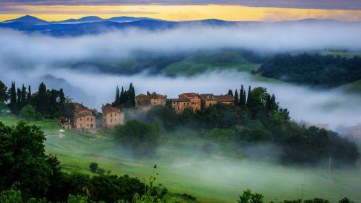 Misty dawn, Tuscany, Italy