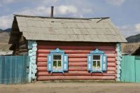 Cottage along the Trans-Siberian Express, photo by Martha de Jong-Lantink
