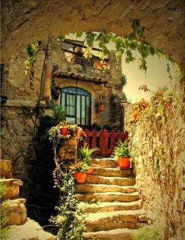 Cottage-house-beautiful-walk-way