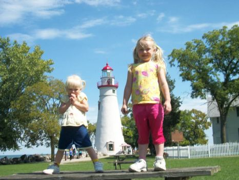 Hayven & Lily @ Marblehead lighthouse