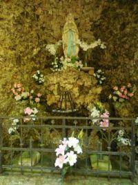 Modlivý důl - interiér skalní kaple