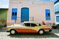 Old_golden_red_car_in_Cuba