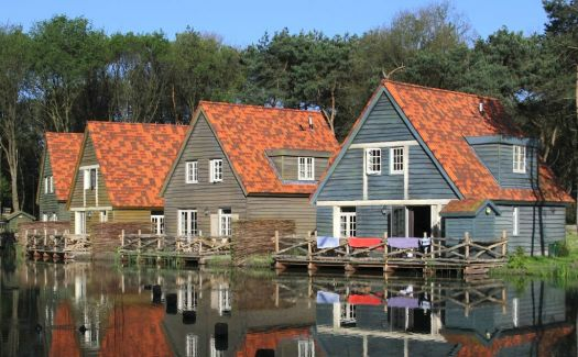 Houses in NL, by dirkjankraan.com (pic cropped and edited)