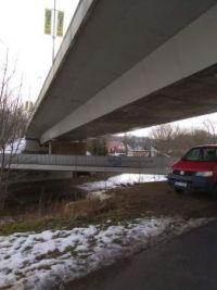 Pod mostem na mostě