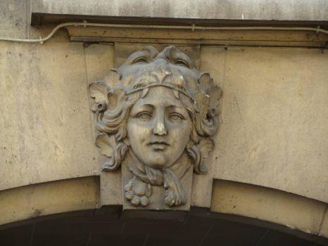 Parisian Keystone