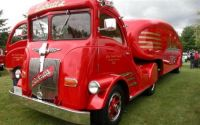 Labatts Streamliner beer truck