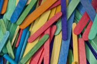 Pile_of_Colored_Craft_Sticks