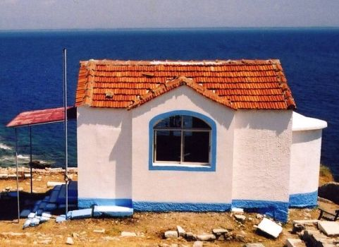 Cottage on Thassos Coast, Greece, by wit on flickr (pic cropped)