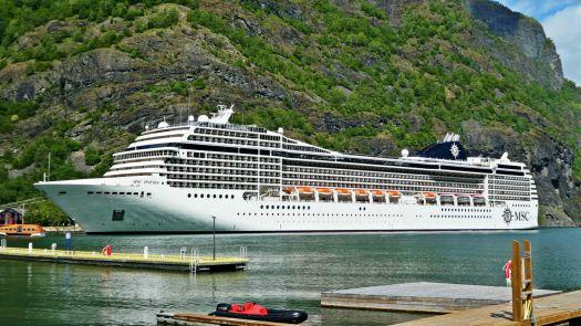 MSC Poesia in Geiranger, Norwegen