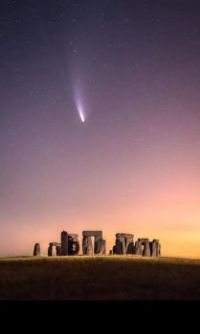 A comet at Stonehenge