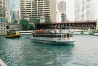 Tour boats in Chicago