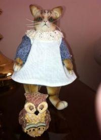 Lil Owlet Reads to Kitten