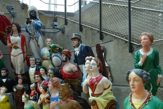 A collection of figureheads (1)