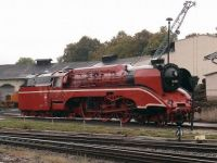 Locomotive_18_201_in_red_livery