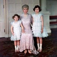 QE 2 with her Grandmother & Sister