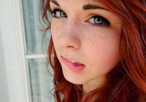 redhead-freckles-lower-lip-bite