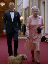 Daniel Creig and the Queen