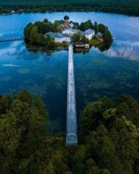 Svyato-Vvedenskiy Ostrovnoy monastery located on the small island on Vvedenskoye lake in Pokrov, Vladimir oblast, Russia.  5506