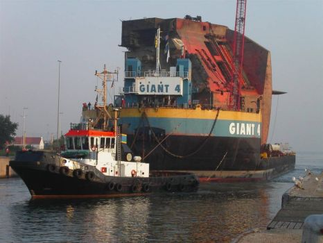 """Giant 4"". A barge I towed from Rotterdam to Jeddah and back. N ot with the tug shown!"