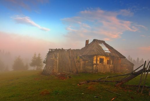 THEME: Weather: Fog and old hut (can go to 217 pieces)