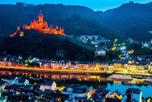 Castle and town of Cochem Mosel at night