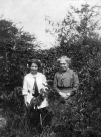 Florence Bell and Cora at Paw Paw Mich 1912
