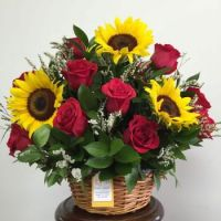 Gift Basket....Gorgeous Sunflowers and Red Roses.