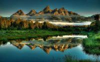 Rocky-mountain-peaks-